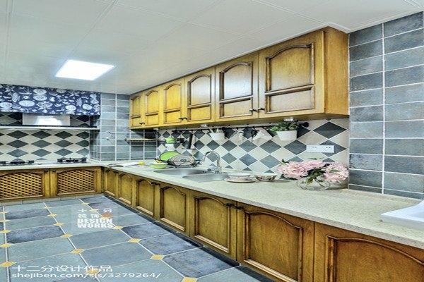 厨房墙面装饰品小吊柜如何选择合适的